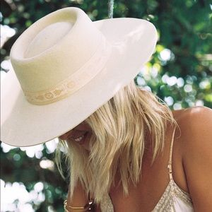 Never worn Juno boater Lack of color hat